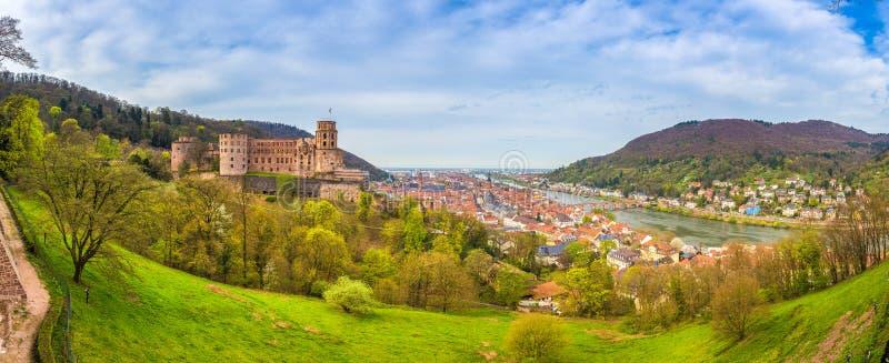 Heidelberg panorama z sławnym Heidelberg kasztelem w wiośnie, Baden-Wurttemberg, Niemcy obrazy royalty free