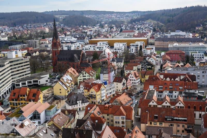 HEIDENHEIM TYSKLAND, APRIL 7, 2019: flyg- sikt över staden Heidenheim en der Brenz i sydlig Tyskland mot en blå himmel med royaltyfri fotografi