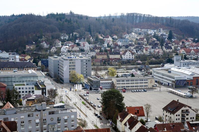 HEIDENHEIM TYSKLAND, APRIL 7, 2019: flyg- sikt över staden Heidenheim en der Brenz med företaget Voith, en teknologigrupp fotografering för bildbyråer