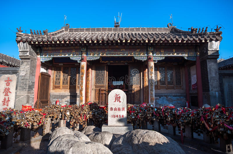 Height marker and love locks at Jade Emperor Temple on the summit of Tai Shan, China stock photography