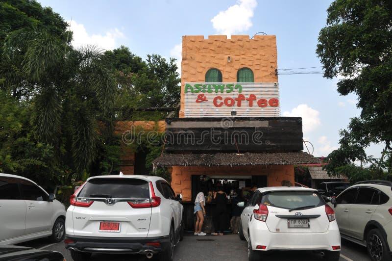 Heilig basilicum krapow en koffie nieuw oriëntatiepunt in lopburi, Thailand royalty-vrije stock afbeeldingen