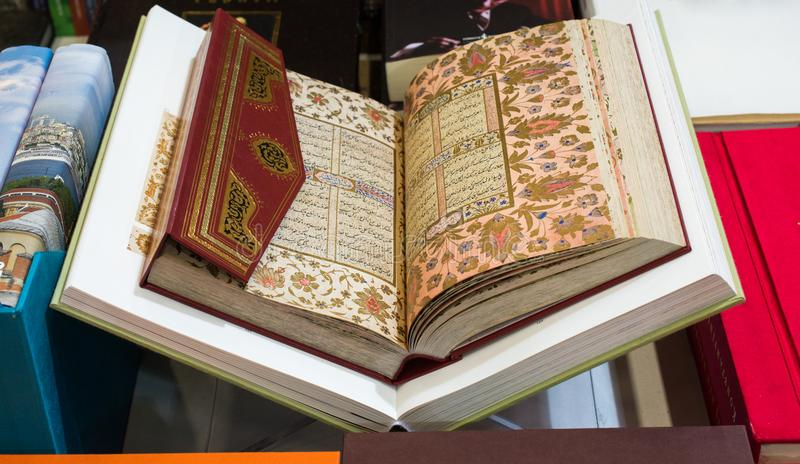 Heilig Boek Quran met open pagina's royalty-vrije stock foto's
