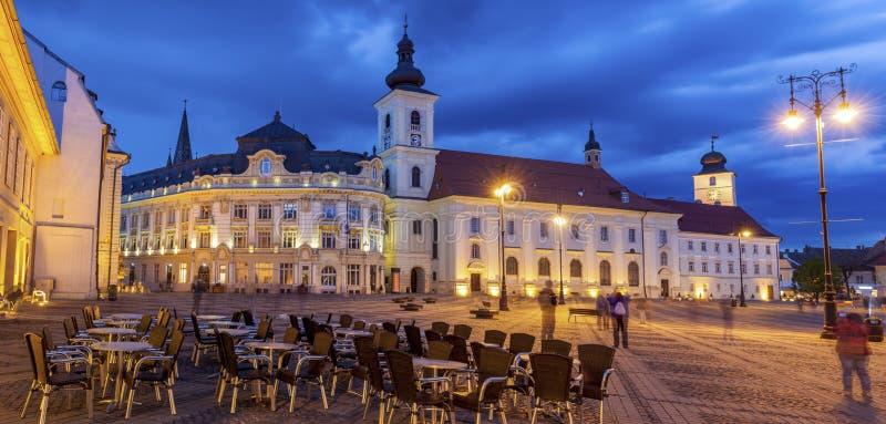 Heilig Drievuldigheidskerk en Sibiu Stadhuis stock fotografie