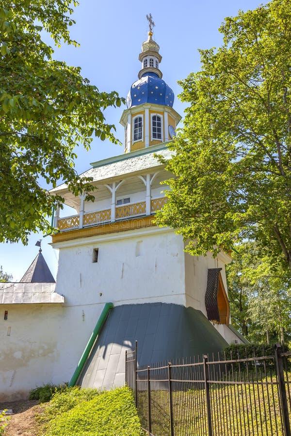 Heilig het Klooster Pskov-Holen van Dormition pskovo-Pechersky Klooster Petrovskayatoren royalty-vrije stock fotografie