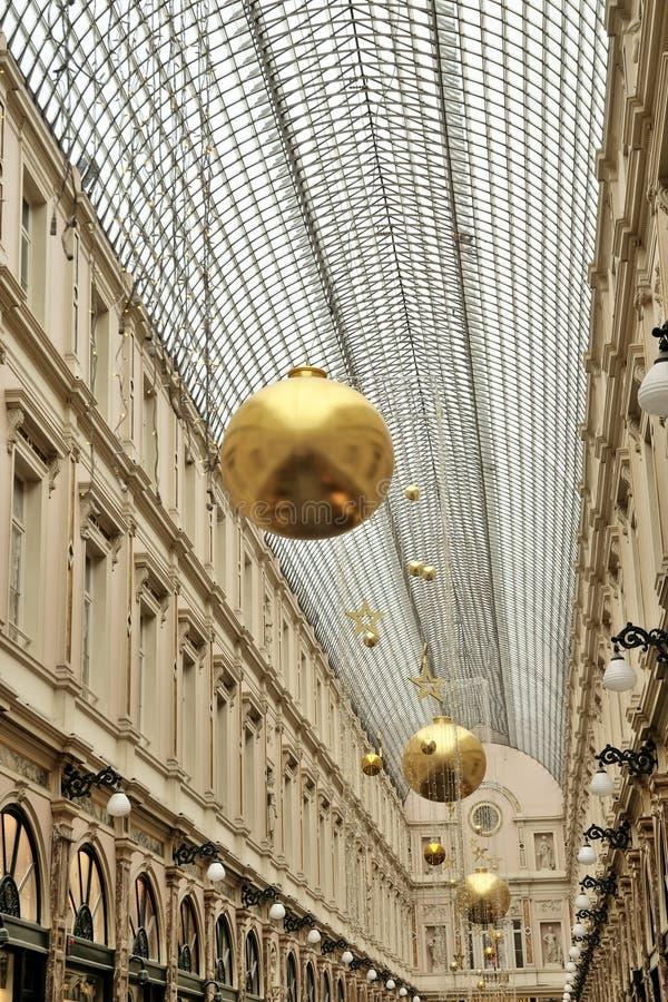 Heilig-Hubert-Durchgang in Brüssel verzierte für Weihnachten lizenzfreies stockfoto