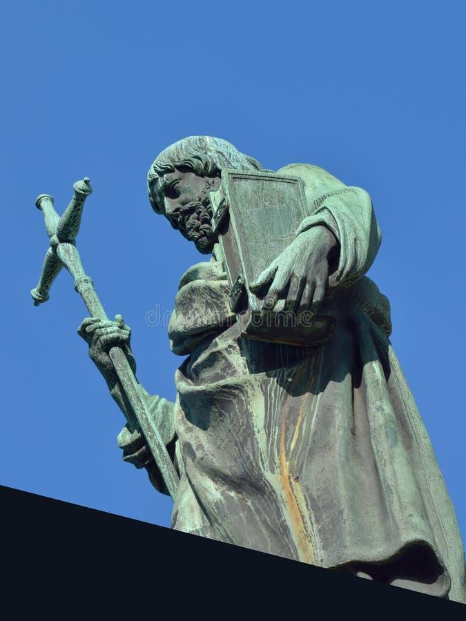 Heilig mit Bibel in der Hand stockfoto