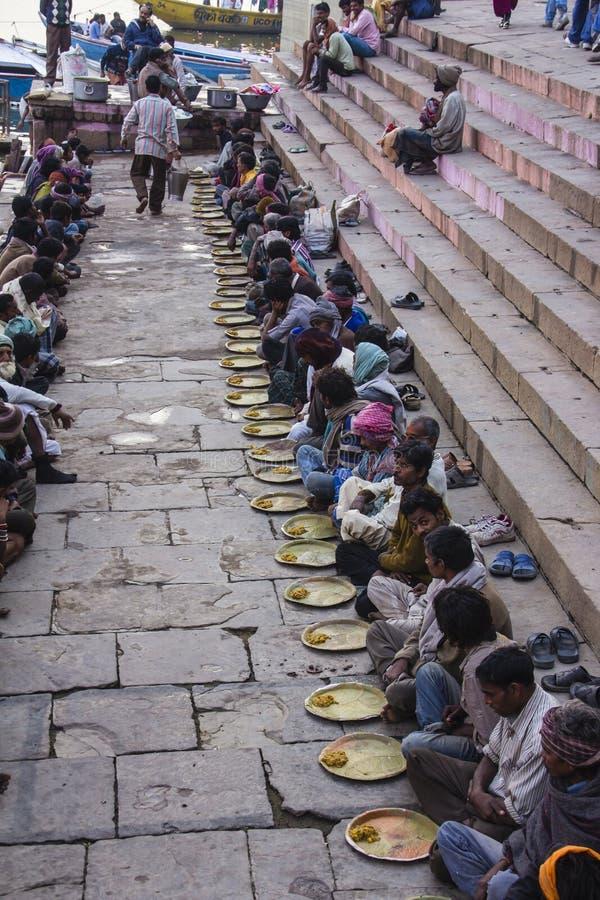 Heilig voedsel op ghats van Varanasi royalty-vrije stock foto's