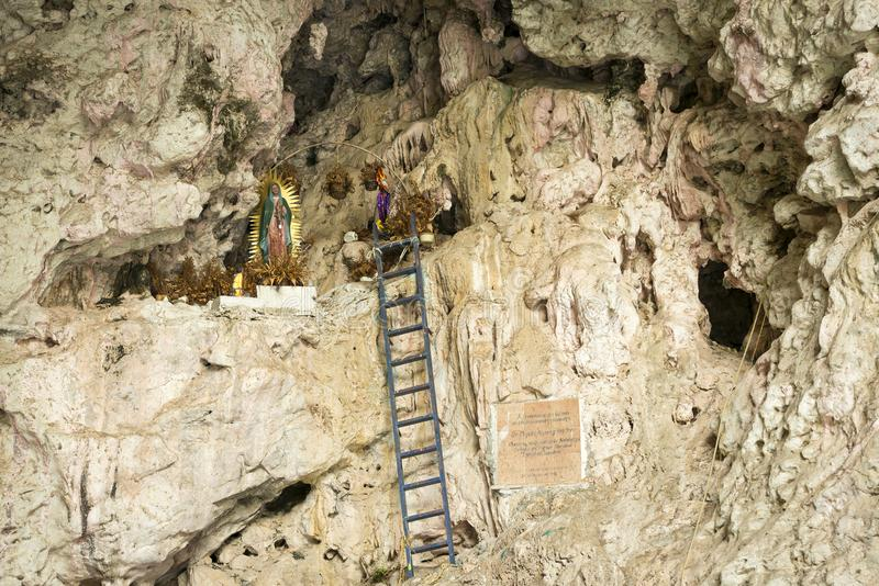 Heiligdom in Hol van de Canion Mexico van Kleurensumidero royalty-vrije stock foto's
