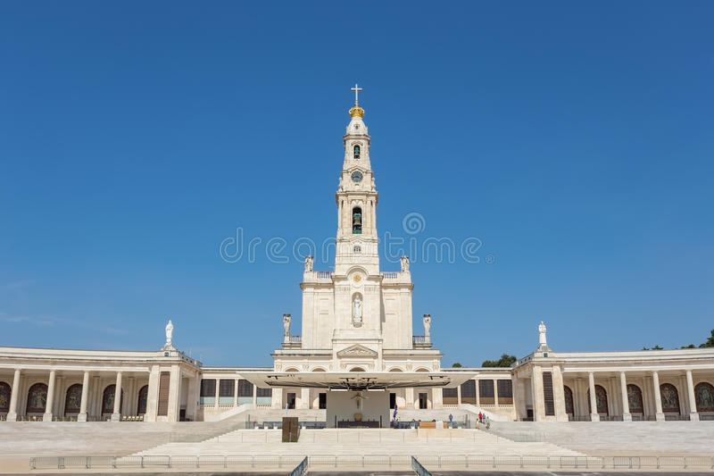 Heiligdomskerk in Fatima Portugal stock foto's