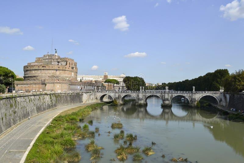 Heilige Angel Castle en brug over de Tiber-rivier in Rome royalty-vrije stock afbeelding