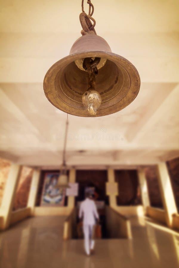 Heilige Bell in einem hindischen Tempel stockbilder