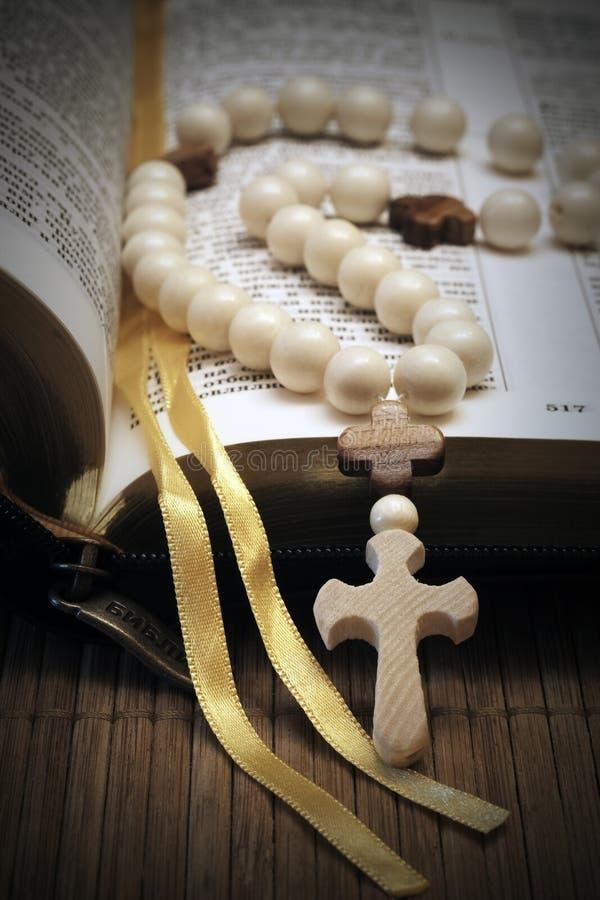 Heilige Bijbel stock afbeeldingen