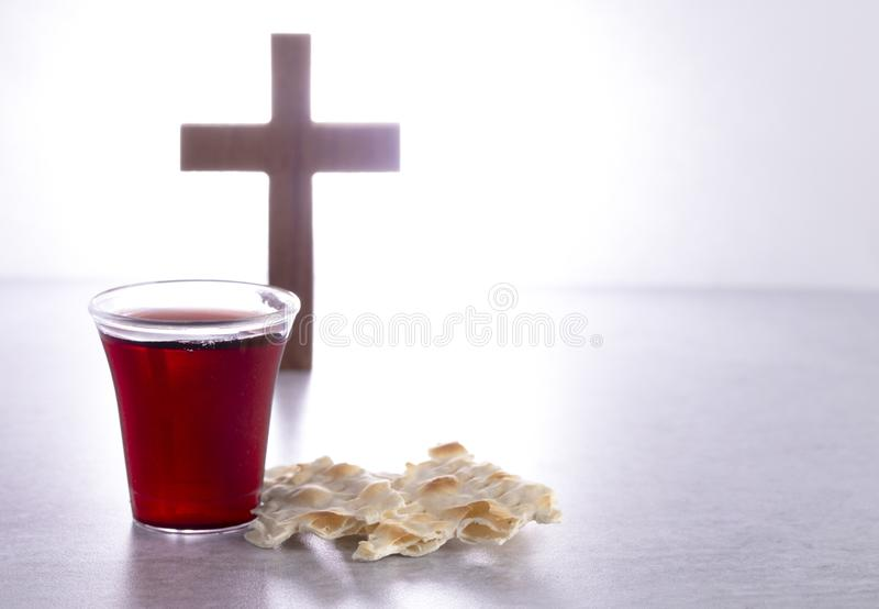 Heilige Communie van Christian Faith van Wijn en Ongedesemd Brood stock afbeelding