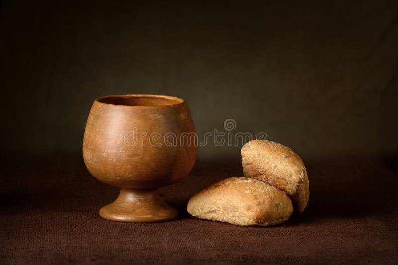 Heilige Communiekop en brood stock foto