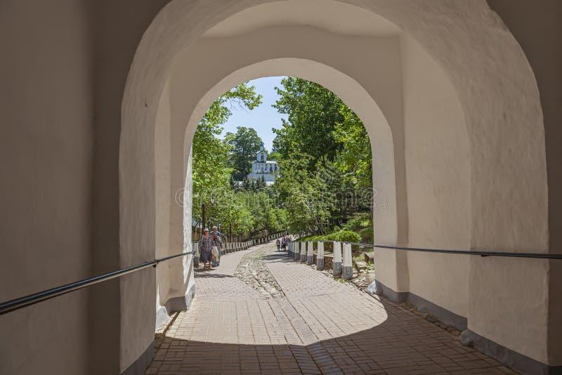 Heilige Dormition Pskovo-Pechersky Kloster Pskov-Höhlen Kloster Abstieg vom blutigen Pfad lizenzfreie stockbilder