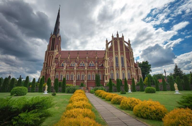 Heilige Drievuldigheids katholieke kerk, Gervyaty-dorp, Wit-Rusland stock fotografie