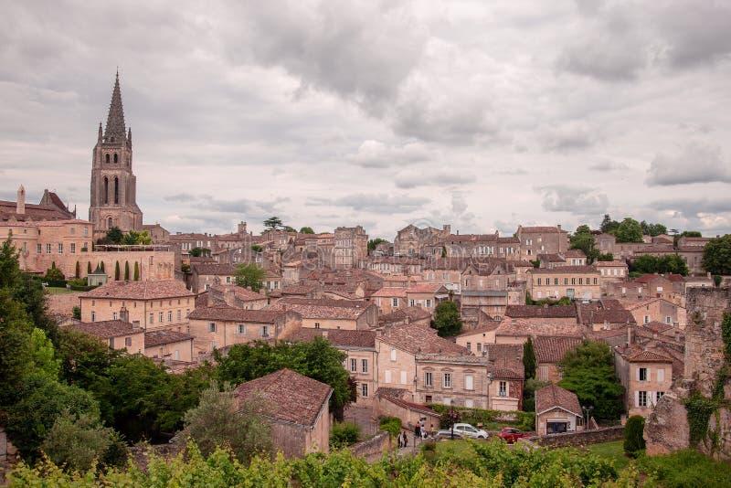 Heilige Emillion werd erkend als een Plaats van de Erfenis van de Wereld door Unesco Enkele fijnste wijngaarden van Frankrijk wor stock afbeeldingen