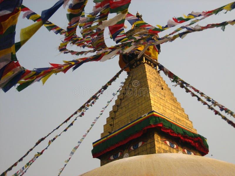 Heilige Flagge in den Augen von Bhudda stockfotografie