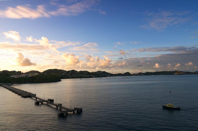 Heilige George ` s - Zonsopgang op de baai en de haven royalty-vrije stock afbeelding