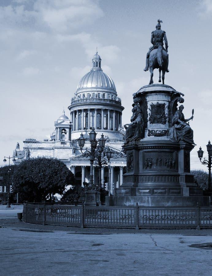 Heilige Isaac Cathedral en Monument aan keizer Nicholas I stock foto's