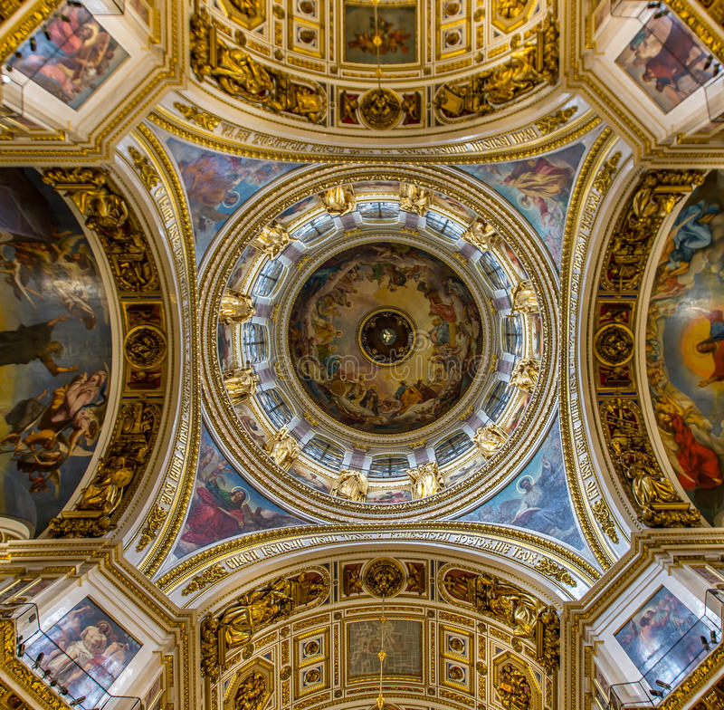 Heilige Isaac& x27; s Kathedraal Binnenlandse Koepel stock foto's