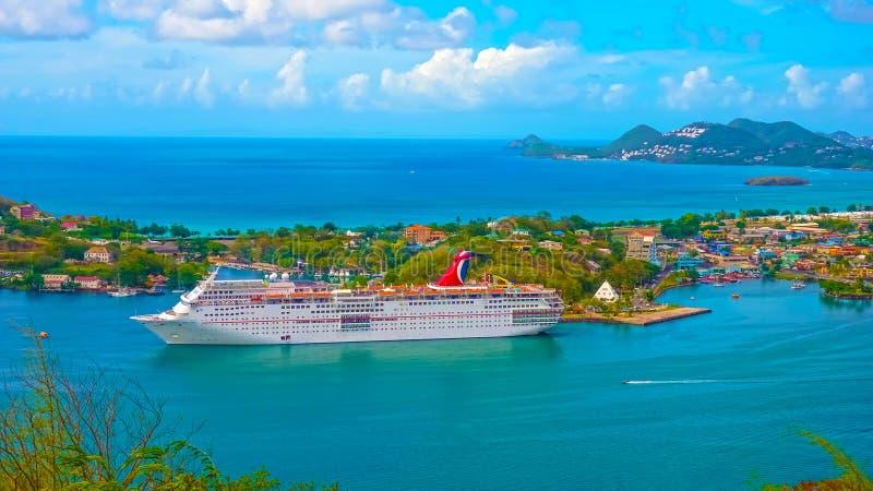 Heilige Lucia - 12 Mei, 2016: De Carnaval-Betovering van het Cruiseschip bij dok royalty-vrije stock fotografie