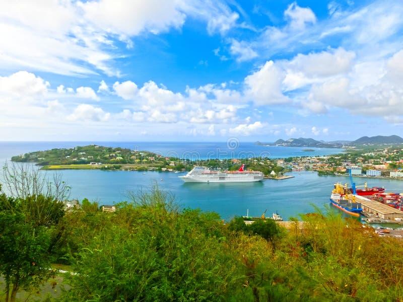 Heilige Lucia - 12 Mei, 2016: De Carnaval-Betovering van het Cruiseschip bij dok royalty-vrije stock afbeeldingen