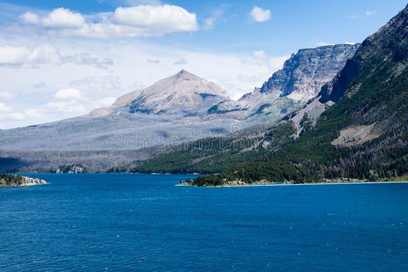 Heilige Mary Lake in Gletsjer Nationaal Park stock fotografie