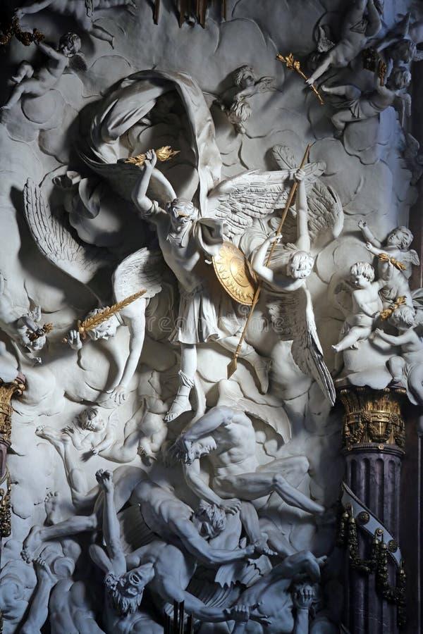 Heilige Michael de Aartsengel stock afbeeldingen