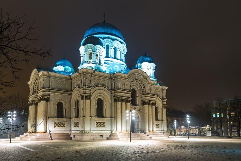 Heilige Michael de Aartsengel` s Kerk of Garrison Church bij nacht stock afbeeldingen