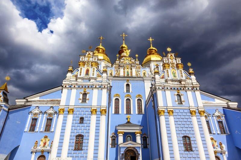 Heilige Michael Monastery Cathedral Spires Kiev de Oekraïne royalty-vrije stock foto's