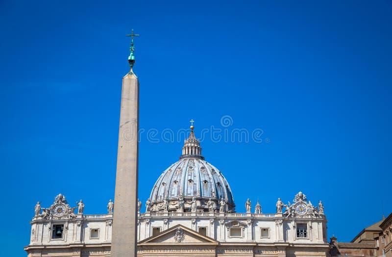 Heilige Peter Basilica Dome in Vatikaan stock foto
