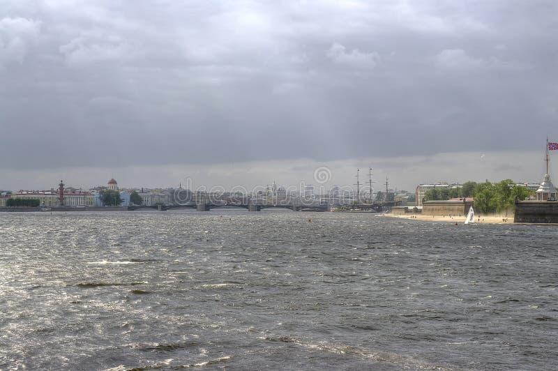 Heilige Petersburg De rivier van Neva royalty-vrije stock afbeelding