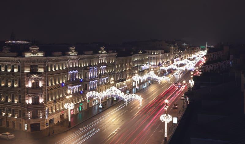 Heilige-Petersburg Nachtmening van het dak van Nevsky Prospekt royalty-vrije stock afbeelding