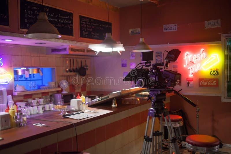 HEILIGE PETERSBURG, RUSLAND - JULI 22, 2017: Filmbemanning op Plaats 4K camera Cinematographer Filmmaking Reeks, landschap van ro stock fotografie