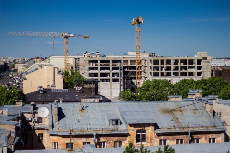 Heilige Petersburg, Rusland, kan 2019, Daken van St. Petersburg Weergeven van de bouw van de hoogte royalty-vrije stock afbeeldingen