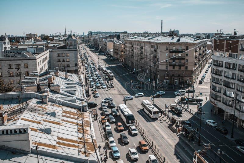 Heilige Petersburg, Rusland, Mei 2019 Het Ligovskyvooruitzicht is de hoogste mening Daken van de stad van hoogte stock afbeelding