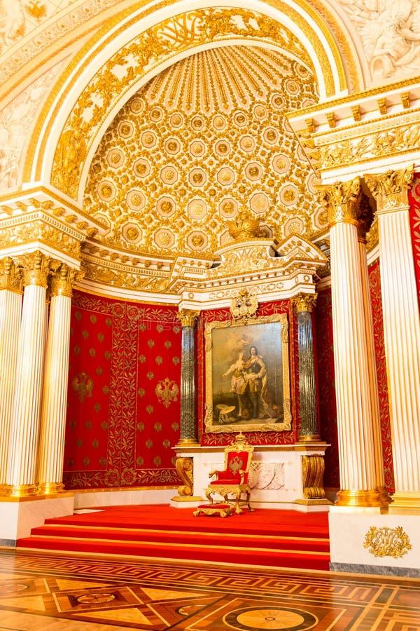 Heilige Petersburg, Rusland - Mei 12, 2017: Koninklijke troon, Binnenlands van de Kluis van de Staat, een museum van kunst en cul royalty-vrije stock afbeelding