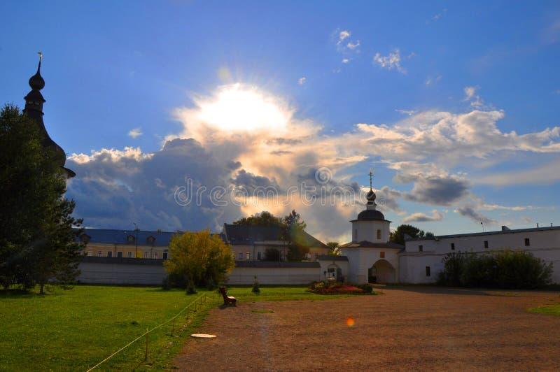 Heilige Poorten en muren van het Kremlin in Rostov Groot royalty-vrije stock foto