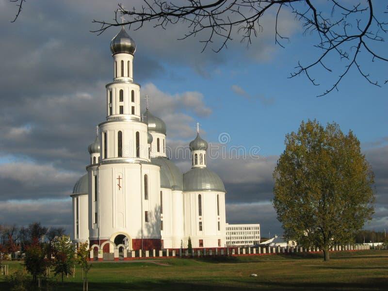 Heilige Verrijzeniskathedraal in de herfst, Brest, Wit-Rusland stock foto's