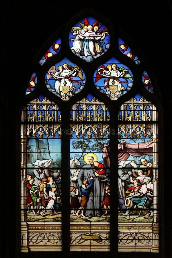 Heilige Vincent de Paul die zich met de Dochters van Liefdadigheid verlaten kinderen verzamelen royalty-vrije stock fotografie