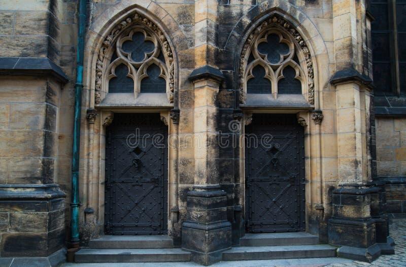 Heilige Vitus Cathedral in Praag, Tsjechische Republiek Fragment van het zuidelijke portaal stock fotografie