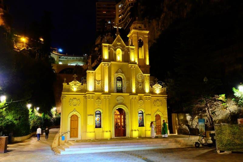 Heilige wijdt Kapel in de nacht, Monaco Monte Carlo royalty-vrije stock afbeeldingen