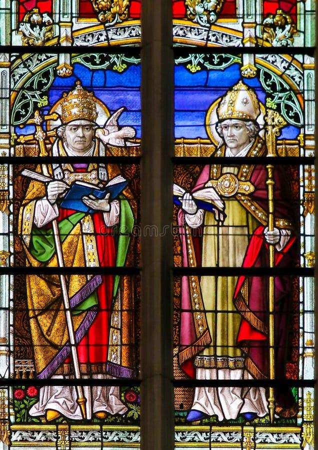 Heiligen Gregory en Ambrose - Gebrandschilderd glas royalty-vrije stock foto's