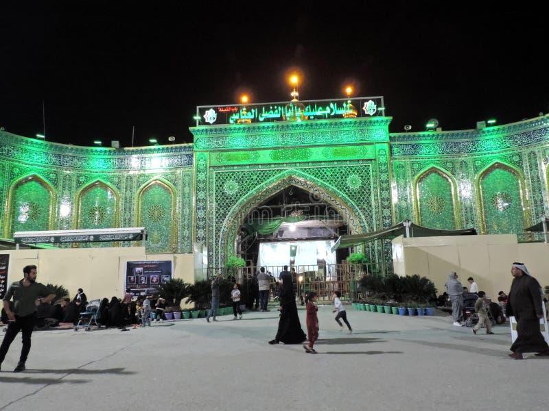 Am heiligen Schrein von Abbas Ibn Ali beleuchten, Kerbela, der Irak nachts lizenzfreies stockbild