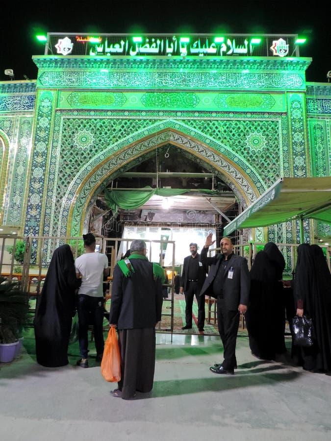 Am heiligen Schrein von Abbas Ibn Ali beleuchten, Kerbela, der Irak nachts stockbild