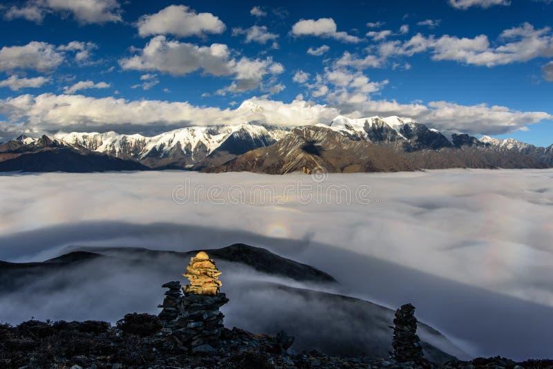 Heiliger Mt Gongga lizenzfreie stockfotos