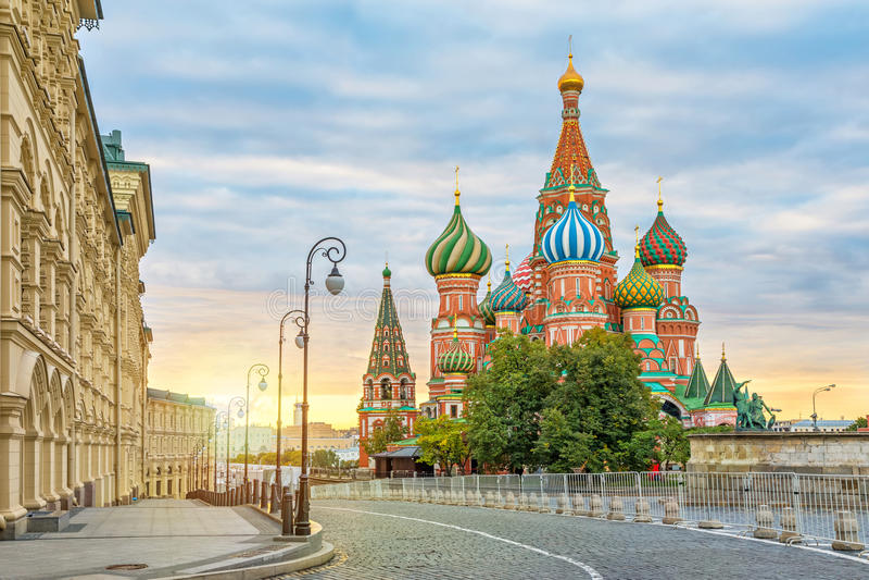 Heiliges Basil Cathedral auf Sonnenaufgang, Moskau lizenzfreie stockfotos