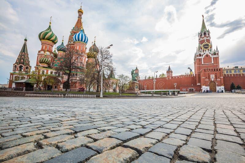 Heiliges Basil Cathedral mit Kreml-Errichten - Moskau, Russland stockbild