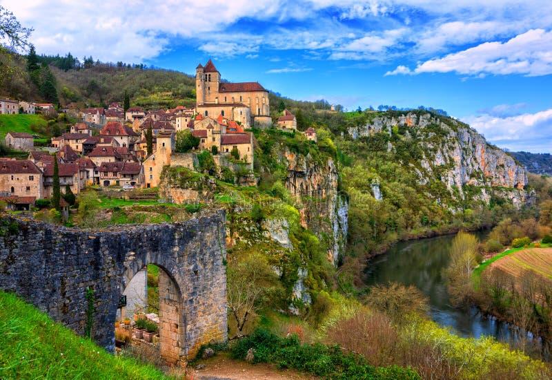 Heiliges-Cirq-Lapopie, eins der schönsten Dörfer von Frankreich stockfotografie